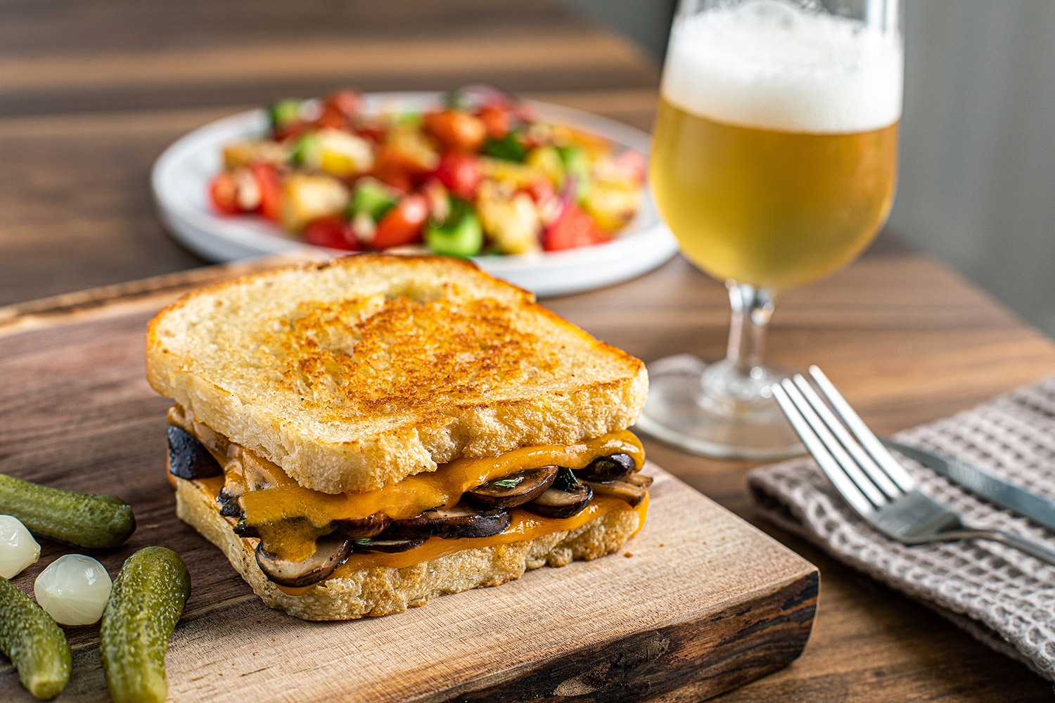Grilled cheese aux champignons, herbes et cheddar